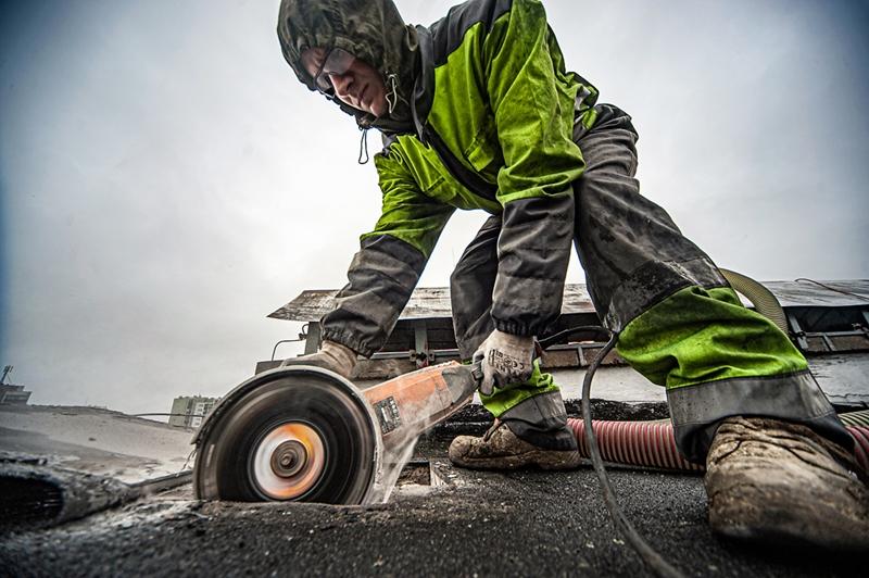 Docieplanie granulatem na dachu